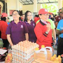 Ny. Putri Suastini Koster: Menghaturkan 'Yadnya' Jangan Utamakan Buah Impor
