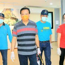 Cegah Penyebaran Covid-19, Sekda Bali  Pimpin Penyemprotan Disinfektan di Areal Objek Wisata GWK