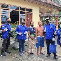 """Perangi Covid-19 di Kabupaten/Kota se Bali, """"Semeton Supadma Rudana"""" Door to Door Semprotkan Disinfektan"""