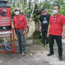 Cegah Covid-19, Fraksi PDI Perjuangan DPRD Bangli Bantu Wastafel Portable Empat Pasar Tradisional