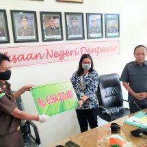 Korupsi Parkir Bandara Ngurah Rai, Kejari Denpasar Serahkan Hasil Lelang Rp6,5 Miliar