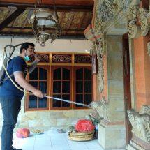 Cegah Covid-19, Anggota DPRD Denpasar Yogi Arya Gelar Penyemprotan Disinfektan dan Bagikan Hand Sanitizer