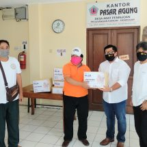 Peduli Pedagang, HILLSI Denpasar Bagikan Seribu Masker di Pasar Agung Peninjoan