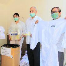 Bantu Tenaga Medis Lawan Covid-19, Persatuan Pensiunan Bank BPD Bali Serahkan Bantuan APD