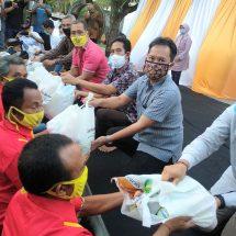 Anggota DPR RI Gus Adhi Gelar Buka Puasa Bersama dan Serahkan Bantuan