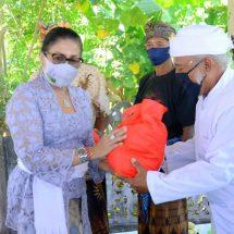Ny. Putri Koster Serahkan Bantuan Sembako pada Kelompok Nelayan, Ajak Tetap Disiplin Protokol Kesehatan