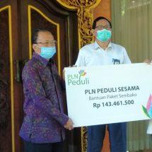 PLN Serahkan Bantuan 1.434 Paket Sembako Untuk Masyarakat Melalui Pemprov Bali