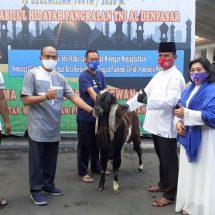 Danlanal Denpasar Apresiasi Penyembelihan Puluhan Hewan Qurban
