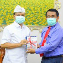 Sekda Apresiasi Buku Pedoman Pencegahan Covid-19 Berbasis Desa sebagai 'Kado' Hari Jadi ke-62 Pemprov Bali