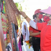 Ny. Putri Koster Apresiasi Pasar Gotong Royong yang Semakin Lengkap