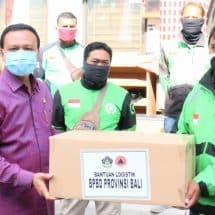 Sekda Dewa Indra Serahkan 30 Ribu Masker Kepada 10 Ribu Pelaku Gojek