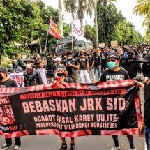 Ribuan Massa Demo Tuntut Jrx SID Dibebaskan, Minta Sidang Dilakukan Tatap Muka