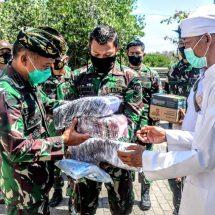 Pangdam Udayana Cek Penerapan Protokol Kesehatan serta Serahkan Masker dan Hand Sanitizer di Tempat Ibadah