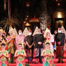 Disaksikan Secara Virtual, Wagub Cok Ace Harap Sendratari Lembayung Kurusetra Jadi Pintu Pemulihan Pariwisata Bali