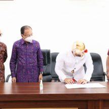 Gubernur Koster Saksikan Penandatanganan Berita Acara Serah Terima Bantuan Program Sosial Bank Indonesia bersama MDA Provinsi Bali