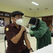 Vaksinasi Covid-19 Massal di UGM Lancar Tanpa Reaksi KIPI Serius
