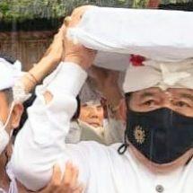 "Wagub Cok Ace Hadiri Prosesi ""Nedunang"" Ida Bhatara Lingsir di Pura Agung Besakih"