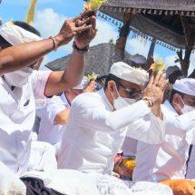 """Jaya Negara Bersama Jajaran Pemkot Denpasar """"Ngaturang Bhakti Penganyar"""" di Pura Agung Besakih"""