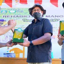 Hari Nelayan Nasional, Unkhair dan Harita Nickel Tanam 3.800 Bibit Mangrove di Desa Soligi