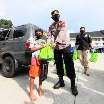 Bidhumas Polda Maluku Utara bersama Insan Pers Bagikan Bingkisan Jelang Idul Fitri