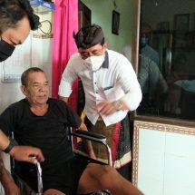 """""""Amatra Charity"""" Bantu Kursi Roda Penderita Lumpuh di Banjar Yeh Malet dan Manggis Karangasem"""