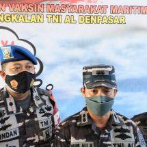 """Ratusan Warga Pesisir dan ABK Ikuti """"Serbuan Vaksin Masyarakat Maritim"""" Pangkalan TNI AL Denpasar"""