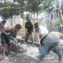 Babinsa dan Warga Kulaba Gotong Royong Perbaiki Jalan Setapak